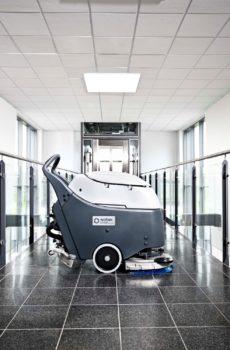 Büyük Boy Zemin Temizleme Makinaları