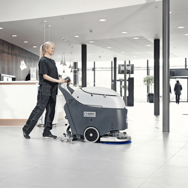 İticili Zemin Temizleme Makinaları
